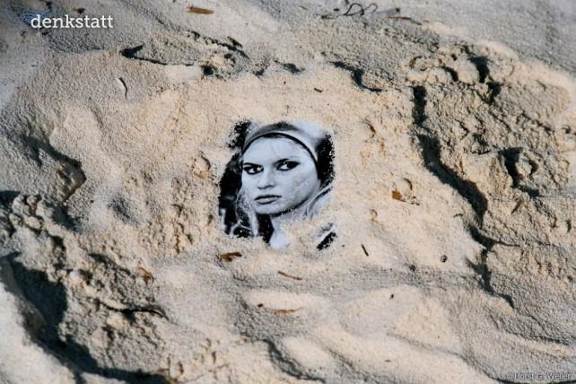 Brigitte im Sand